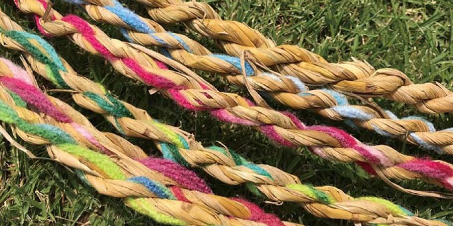大垣の田んぼで刈り取った 「わら」で楽しむ親子わら工作体験